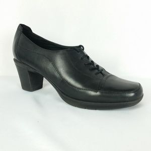 Clarks 11 Black Lace Up Oxford Heels